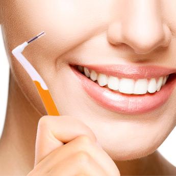 Come si usa lo spazzolino interprossimale?